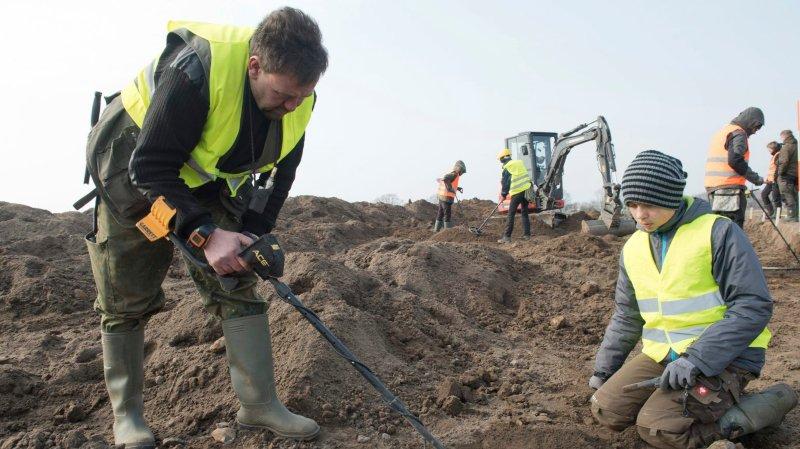 Trésor découvert par un archéologue et un enfant