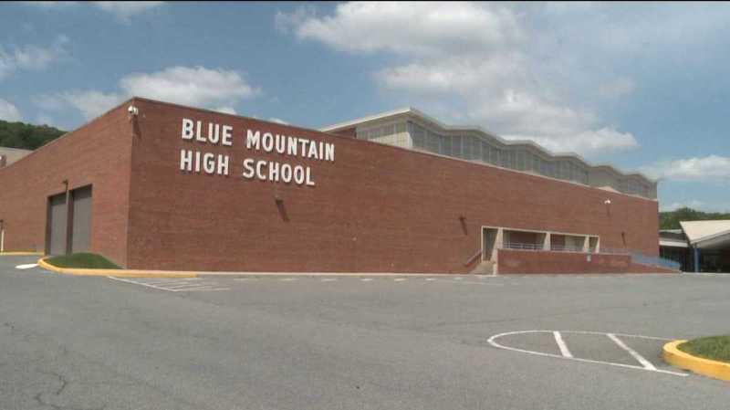 Cette petite école rurale fait la une des médias américains après avoir annoncé qu'elle allait armer ses élèves avec des pierres.