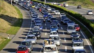 Circulation routière: le devancement par la droite devrait rester interdit en Suisse