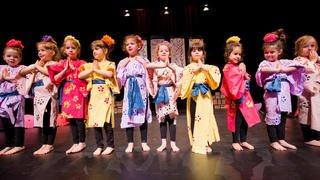 Spectacle coloré des écoliers des Perrerets