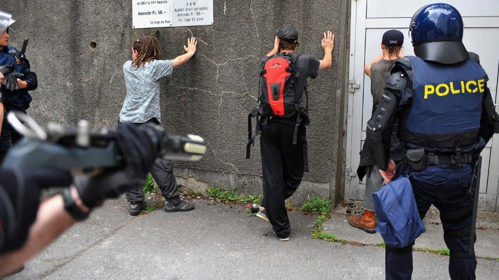 Plusieurs affaires ont récemment mis les violences policières sur le devant de la scène.