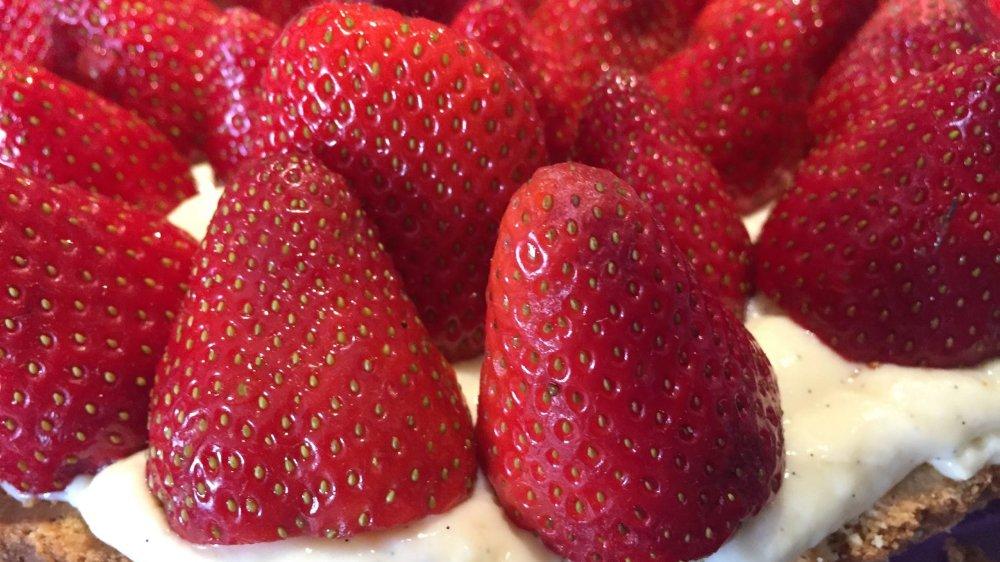 La douceur de la fraise et de la crème pâtissière contrastée par l'amertume du chocolat.