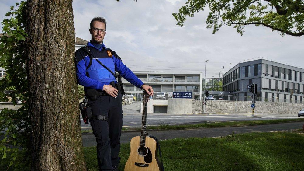 Loïc Epitaux-Fallot est auteur, compositeur et interprète.
