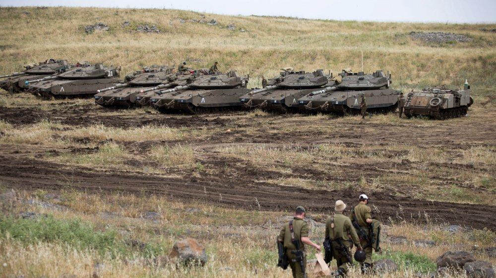 Des soldats israéliens, sur  le plateau du Golan, près de  la frontière avec la Syrie.