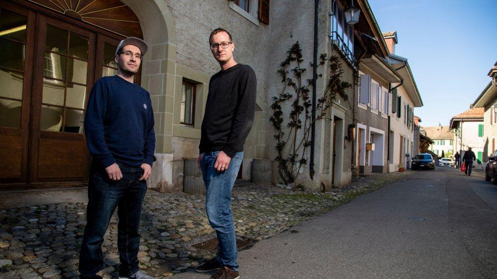 Grégoire Bovy et Cédric Kind se réjouissent d'installer leur comptoir dans le village. Il ouvre dans les rues Couvaloup et Saint-Prothais.