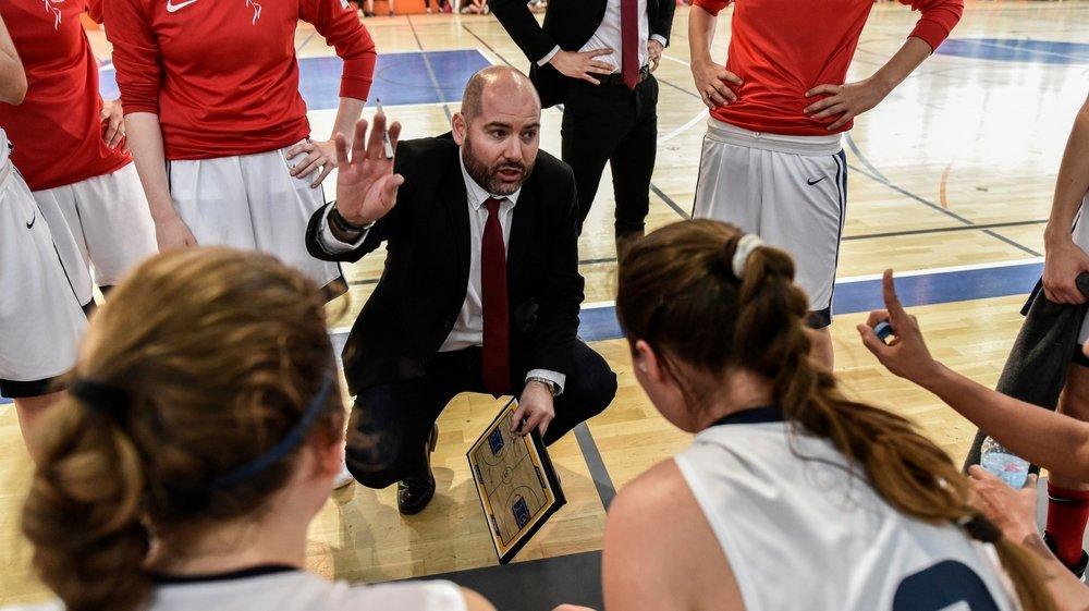 Fran Leon Sedano coachera les filles du Nyon Basket Féminin pour une saison supplémentaire.