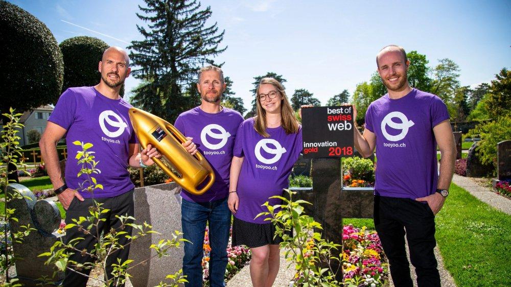 Ralph Rimet, Julien Ferrari, Sandra Mavrakis et Johan Bavaud se sont vus décerner le Gold Award Innovation 2018 pour leur plateforme Tooyoo.ch, consignant des données personnelles pour faire respecter ses dernières volontés.