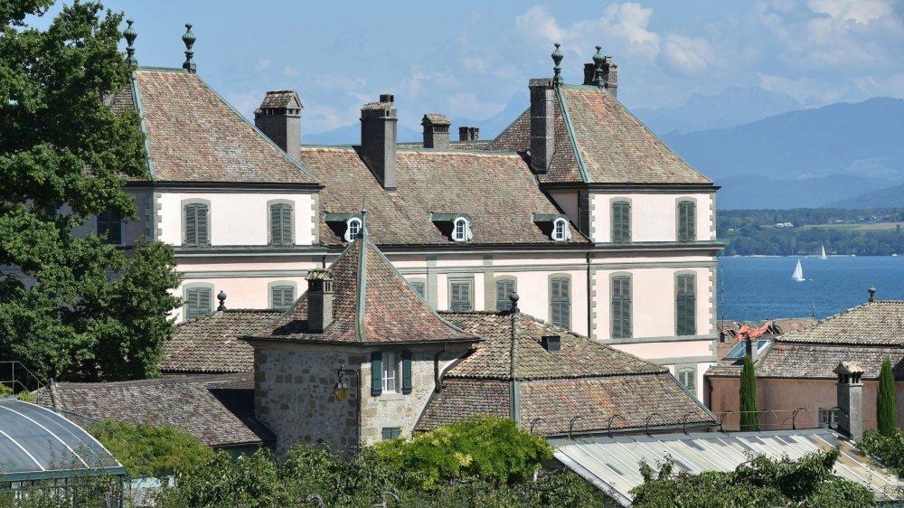 Le château est au centre d'un bras de fer opposant la fondation et les héritiers du comte d'Haussonville, décédé en 2014.