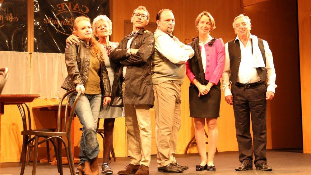 Six comédiens du Groupe amateur rollois (GAR) interprètent la chronique douce-amère «Un air de famille», d'Agnès Jaoui et Jean-Pierre Bacri.
