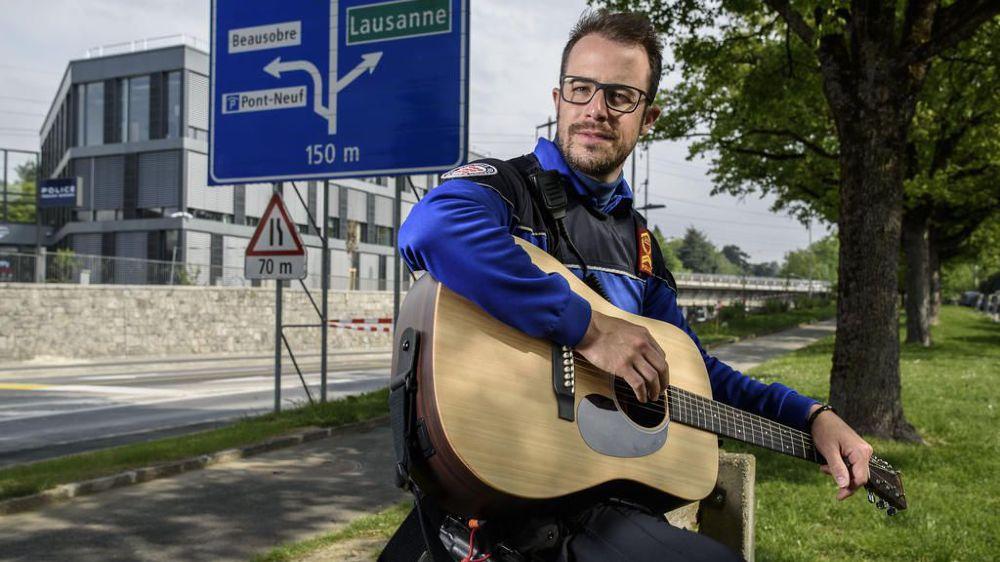 Loïc Epitaux-Fallot, policier et chanteur, sort son deuxième album.