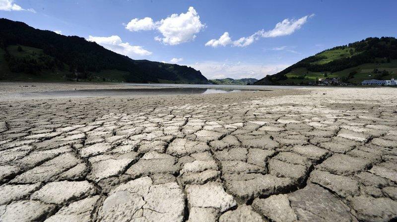 En mai 2011, le niveau du lac de Sihl – le plus grand lac artificiel de Suisse - près d'Euthal, dans le canton de Schwyz, avait baissé de façon spectaculaire.