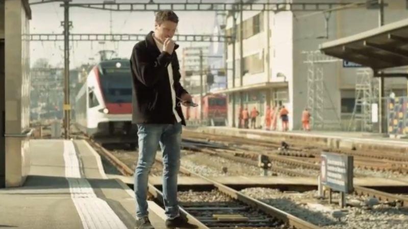 Les vidéos de prévention soulignent notamment l'importance de respecter les lignes blanches de sécurité sur les quais des gare.