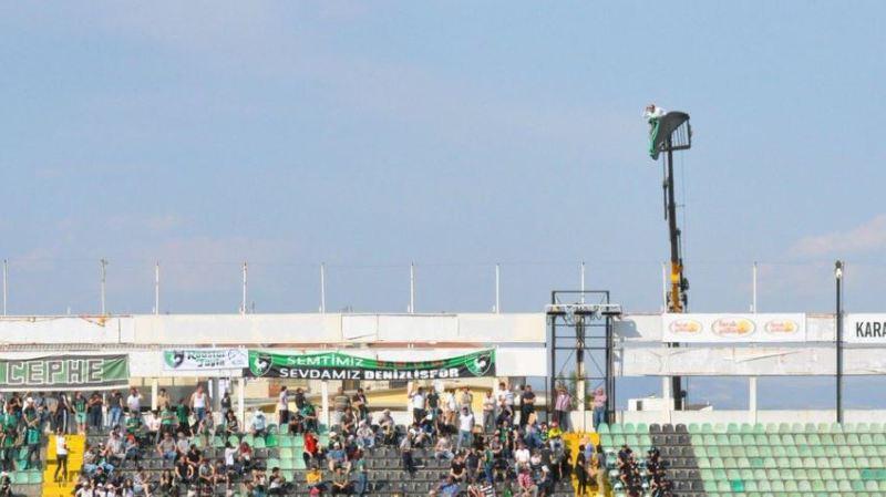 Turquie: interdit de stade, il loue une grue pour assister au match de son équipe