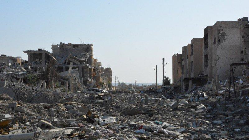 Syrie: des dizaines de cadavres découverts dans un charnier à Raqqa