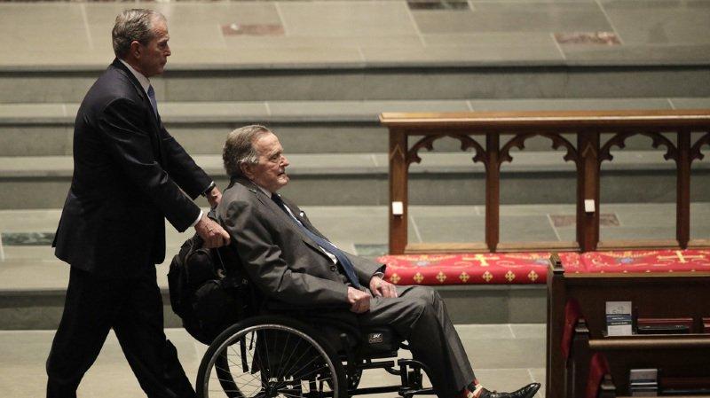 Etats-Unis: l'ex-président H. W. Bush hospitalisé au lendemain des obsèques de son épouse