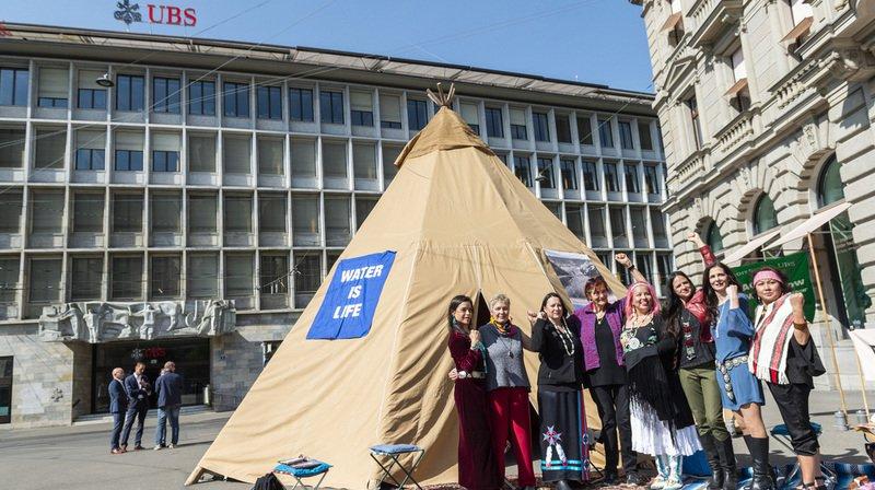 Zurich: un tipi de Greenpeace pour dénoncer Credit Suisse et UBS