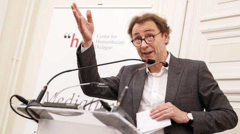 Dans une déclaration finale lue par David Harland, directeur du Centre Henry Dunant à Genève, la dissolution a été annoncée à 14h.