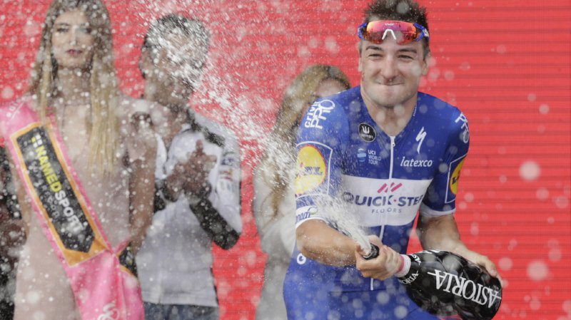 Cyclisme - Giro: l'Italien Elia Viviani remporte la 3e étape