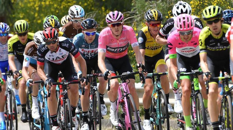 L'Équatorien Carapaz s'est imposé lors de la 8e étape du tour d'Italie. Yates reste maillot rose.