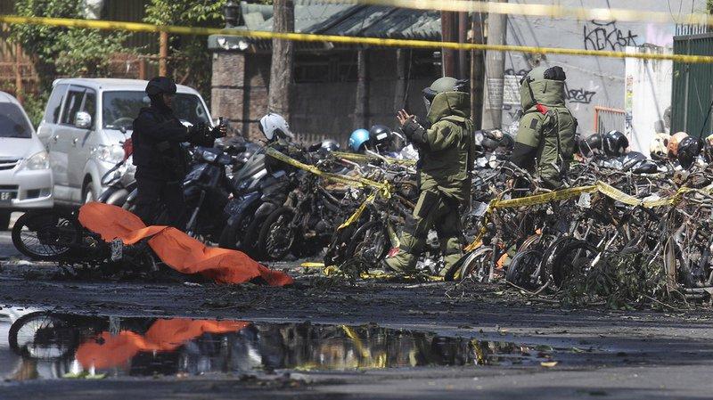 Indonésie: une famille de kamikazes attaque des églises et font 13 morts