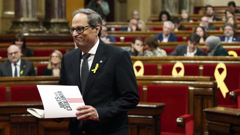 Quim Torra a recueilli 66 voix des grands partis indépendantistes contre 65 de l'opposition, et l'abstention de quatre députés.
