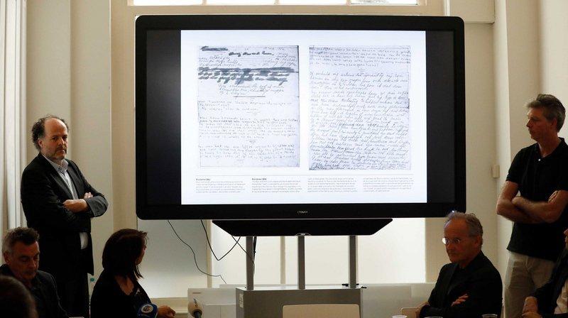 Du papier kraft avait été utilisé pour recouvrir les deux pages du journal, mais la technique de traitement de l'image a permis de déchiffrer leur contenu.