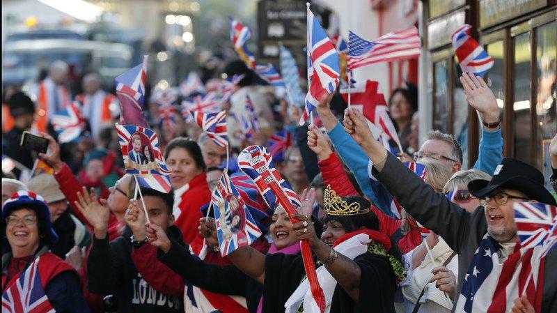 Des fêtes sont organisées un peu partout dans le pays pour suivre la cérémonie, à partir de midi (13h00 en Suisse).