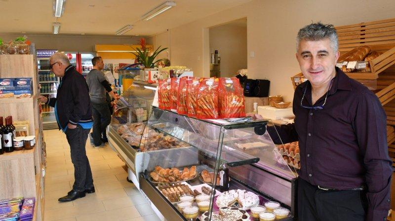 Vich: la poste revit grâce à Goran et son épicerie