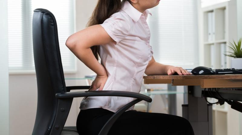En position assise à un bureau, tous les muscles travaillent, mais de façon statique.