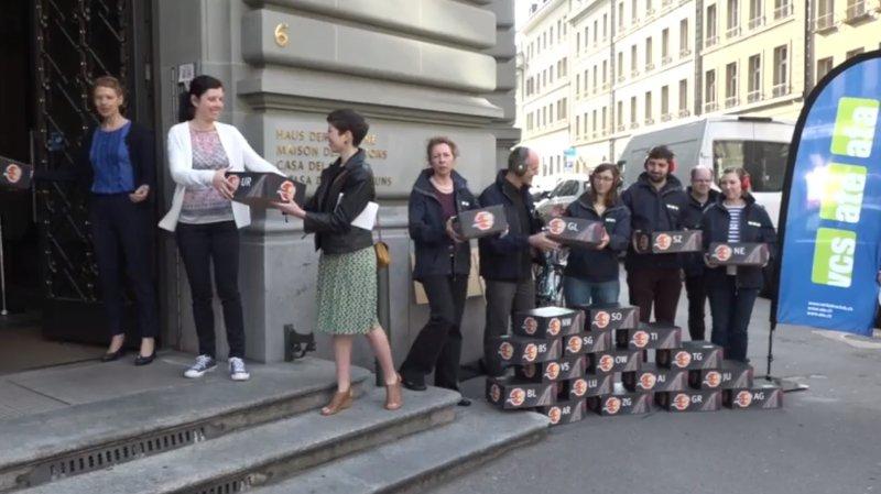 Berne: l'ATEremet une pétition contre le bruit du trafic routier