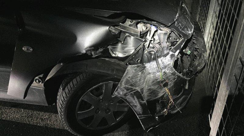 Une des voitures a été retrouvée accidentée.