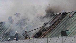 Zurich: Incendie sur le toit d'un immeuble appartenant à l'UBS