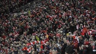 Football: un fan de Liverpool dans un état critique après une agression, 2 supporters de l'AS Rome inculpés