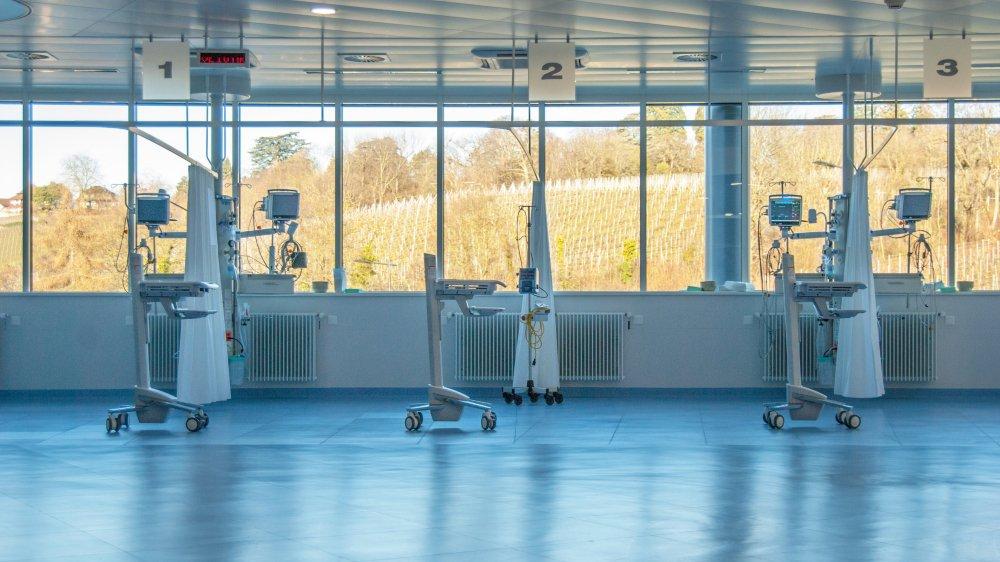 Luca Di Mare ne se lasse pas du paysage qui illumine la salle de réveil du centre de chirurgie ambulatoire de l'EHC.