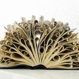 Des sacs à mots fabriqués avec des livres