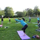 Pratiquez le yoga en plein-air en juillet et août
