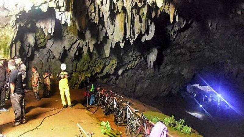 Thaïlande: toujours aucune nouvelle des 12 enfants piégés dans une grotte