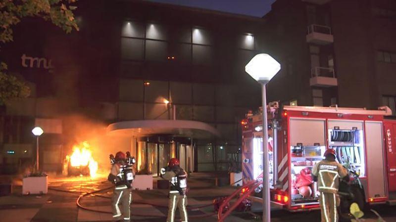 Un incendie a été créé par le choc. Personne n'a été blessé.