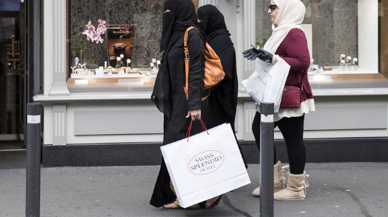 Voile intégral: celui qui contraint une femme à porter le niqab pourrait être puni