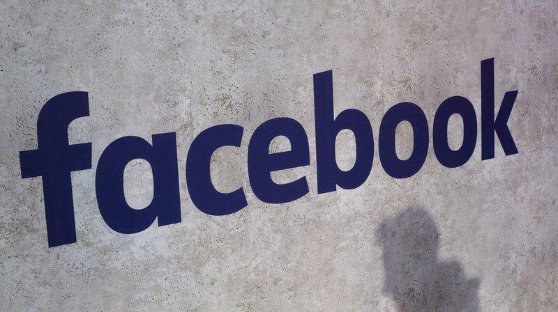 Informatique: Facebook rend publics les messages de 14millions d'utilisateurs
