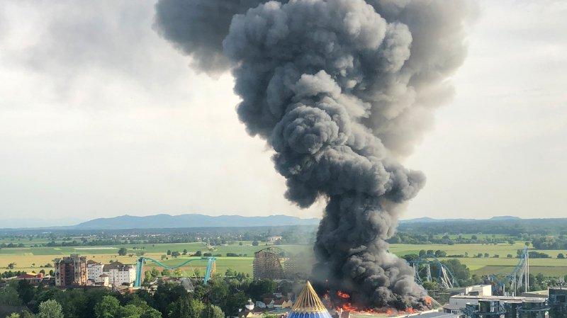 Allemagne - incendie à Europa-Park: 7 blessés, 25'000 évacués, réouverture dimanche matin