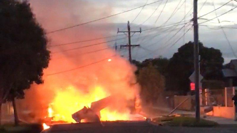 Australie: un pilote se tue dans le crash de son avion dans une rue de Melbourne