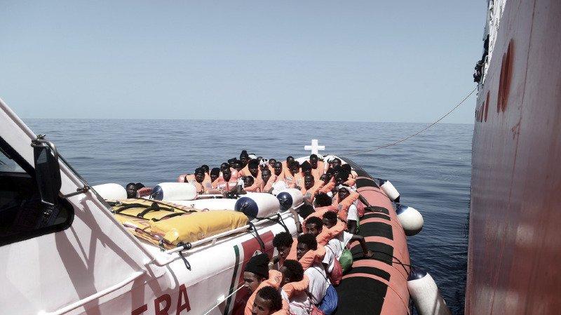 Crise migratoire: l'Italie interdit à nouveau l'accès à ses ports à deux navires