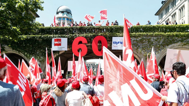 Construction: des milliers d'ouvriers de toute la Suisse manifestent à Zurich