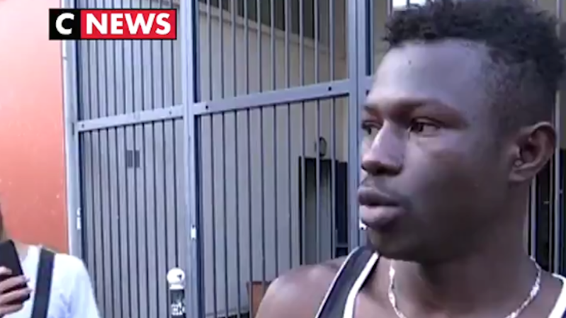 France: appels à la régularisation du jeune Malien qui a sauvé un enfant à Paris