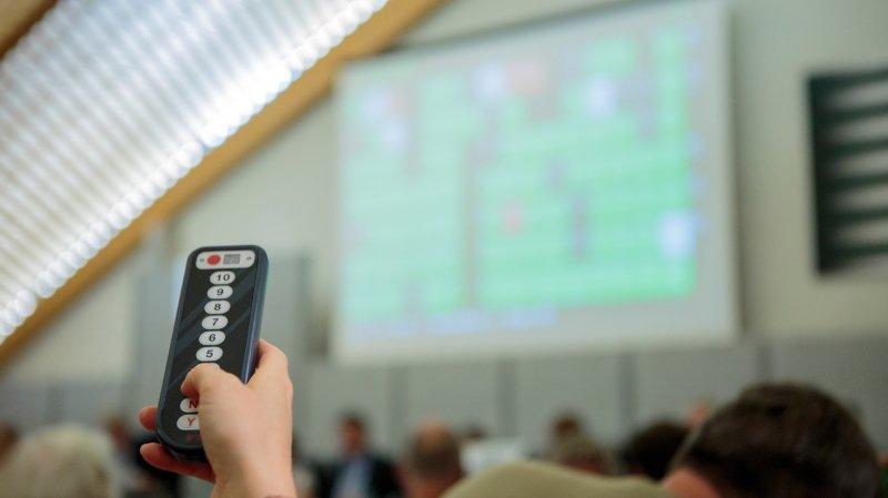 Les conseillers ont voté à une écrasante majorité en faveur d'un soutien aux médias locaux.