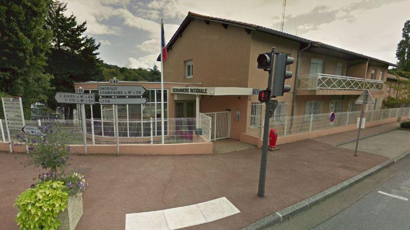 France: la mère de deux fillettes retrouvées mortes poursuivie pour assassinats