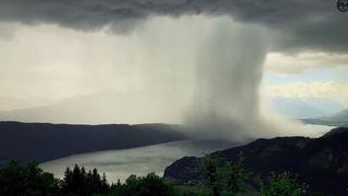 Intempéries: quand un déluge hallucinant s'abat sur un lac autrichien