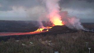 Etats-Unis: un torrent de lave rapide s'écoule du volcan Kilauea à Hawaii