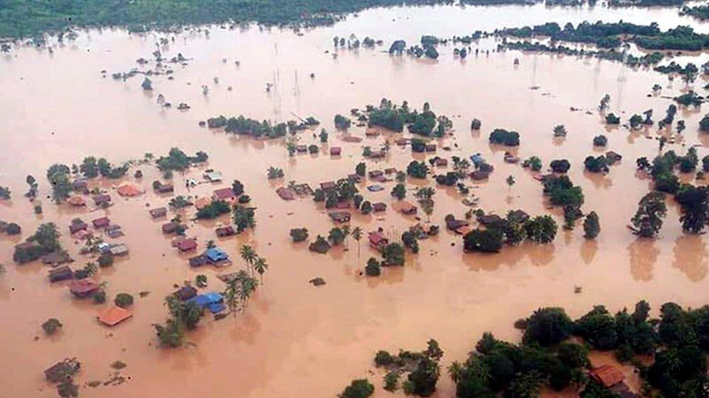 L'effondrement d'un barrage a submergé des villages entiers.